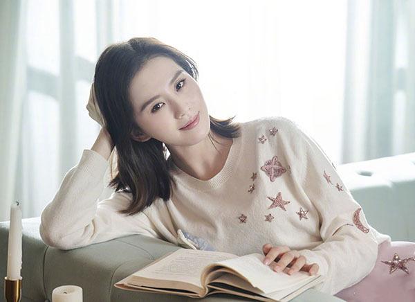 原创刘诗诗再度营业,粉色T恤搭牛仔裤美回18岁,网友:这气质没得比