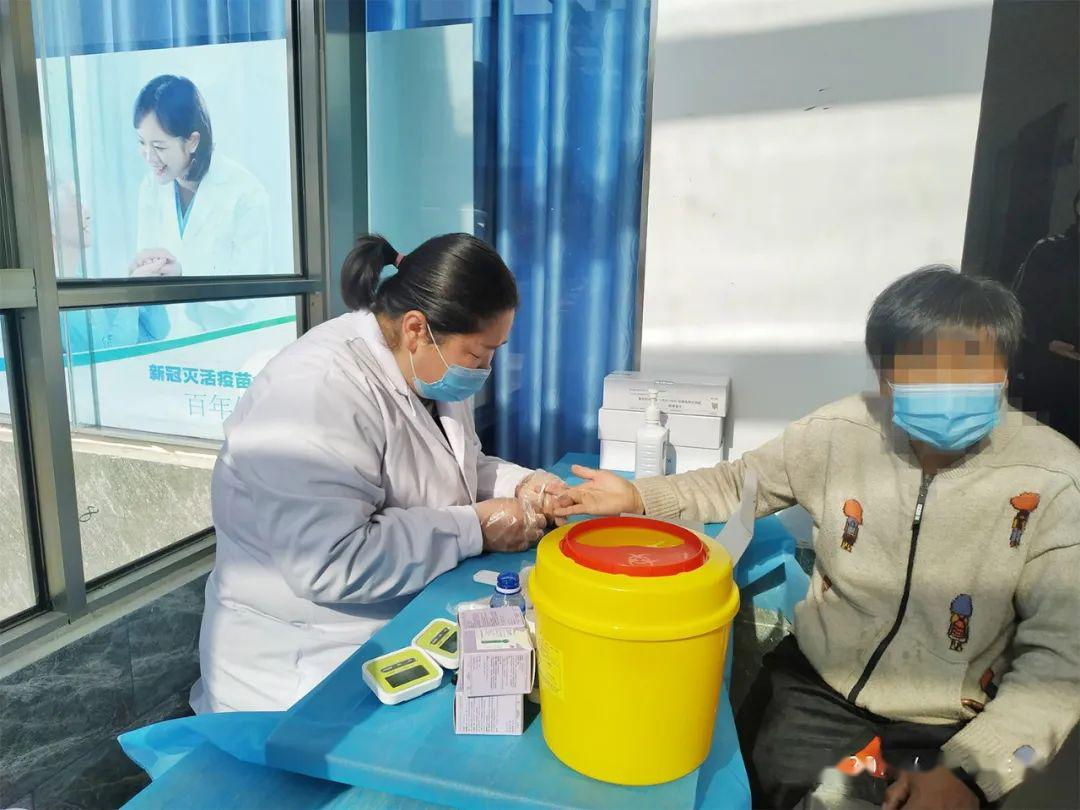 """刚刚,张文宏又火了!今冬新冠或和流感重叠发生,""""我一定去打这个疫苗""""!小孩必打这些疫苗,否则风险极大!再度回应喝粥争议"""