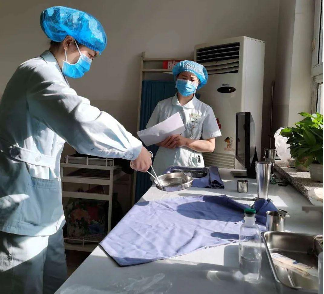 内抓管理外塑形象|玛纳斯县人民医院内一科开展无菌技术操作培训