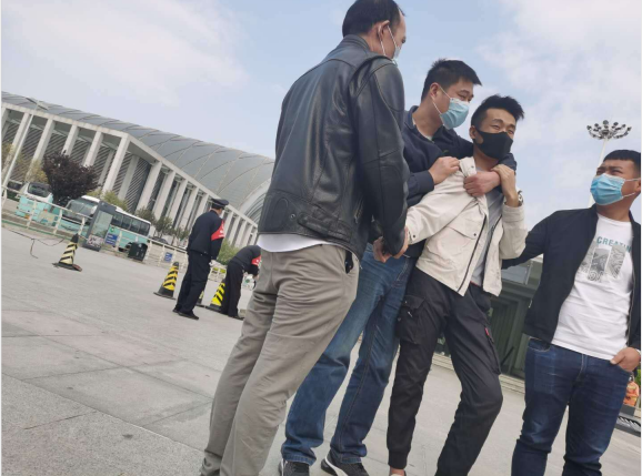 网上交友被骗天津传销组织 一年不肯回家的孩子 千万富翁的发财梦
