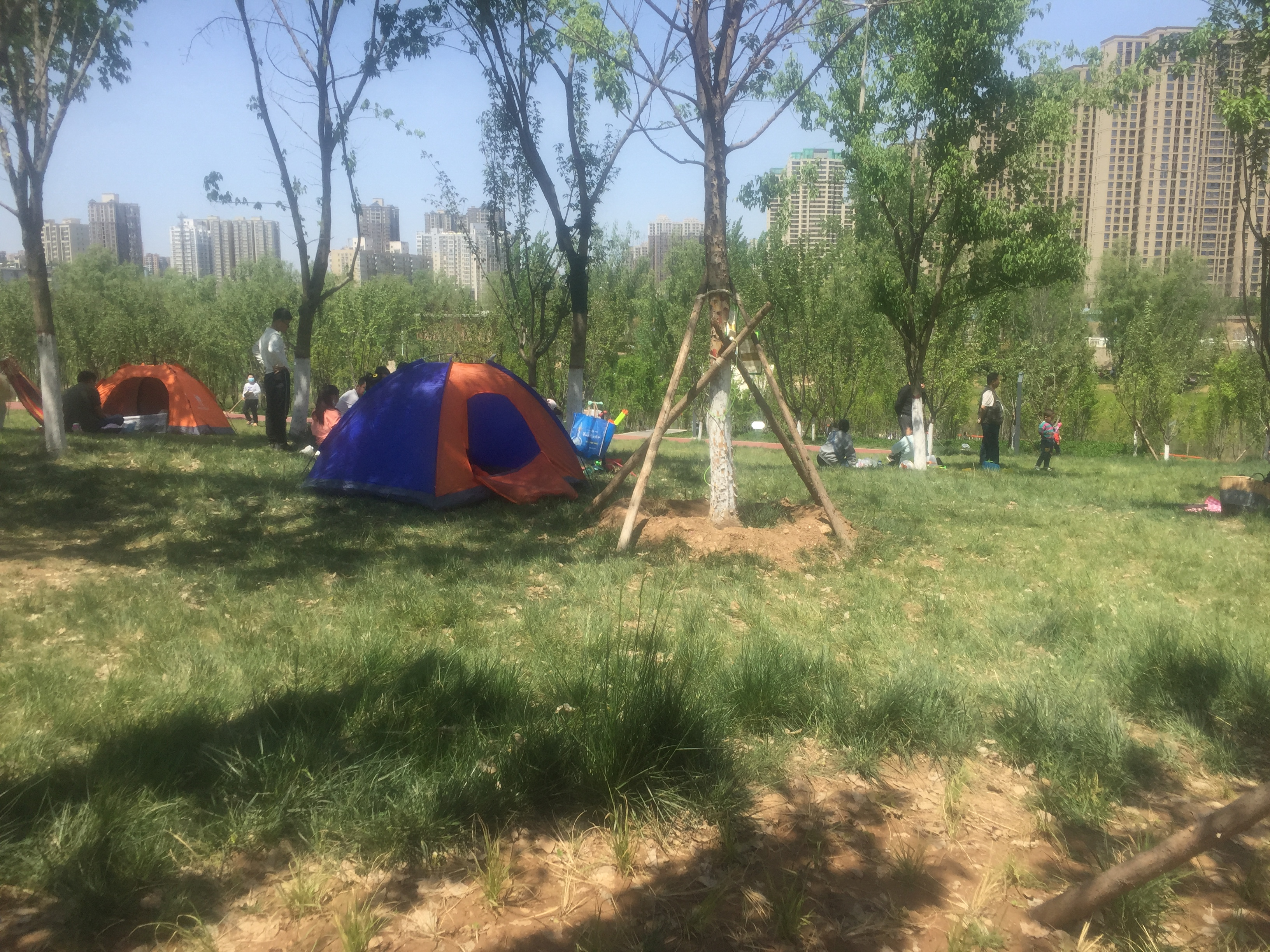长安区樊川公园成为西安人周末度假胜地,玩水露营还有儿童攀岩