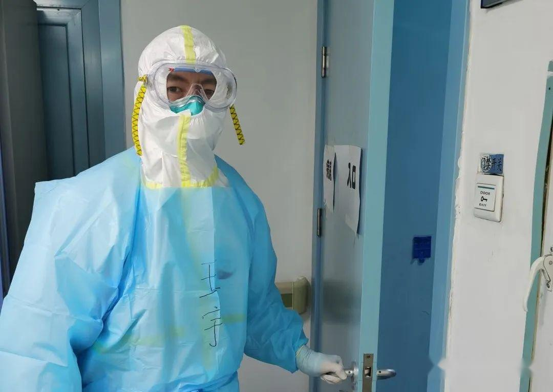 【抗击疫情众志成城】第一次穿上防护服的我
