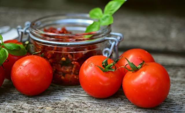 """原创吃""""番茄""""收益大!三类人要谨慎吃,除了""""伤身""""没别的收获"""