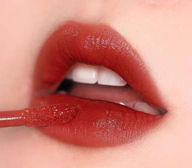 断货预警!阿玛尼红管丝绒唇釉就俩字形容:高!级!