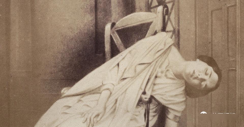 女尸、密信、禁忌之恋,英国人狂吃瓜的谜案,真相却让人泪目