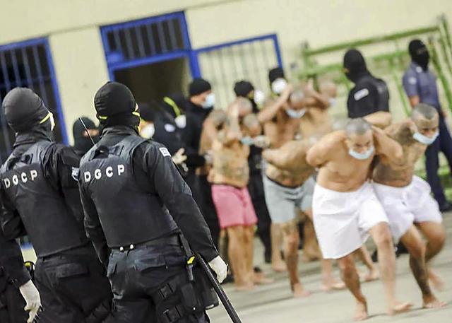 """原创 """"戴口罩,排排坐""""抗疫手段强硬的萨尔瓦多总统,对囚犯展开严打"""