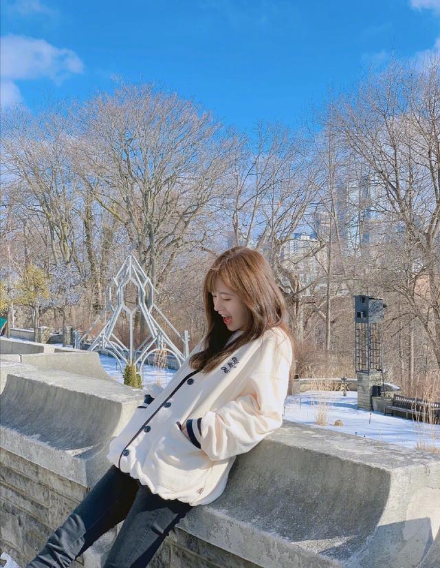 小女生鞠婧祎清新脱俗,甜美造型打动人心,不愧为四千年美女