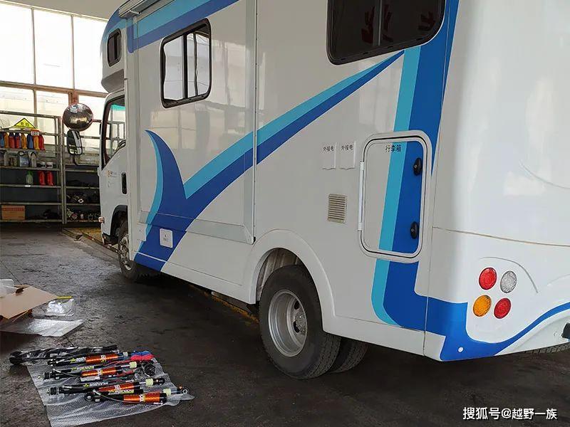 上海车主轻卡C房车五十铃700p四轮驱动越野房车改装氮气减震器