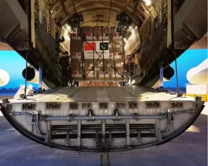 运-20首次飞出国门,技术难度超越极限,隔壁的瑟瑟发抖