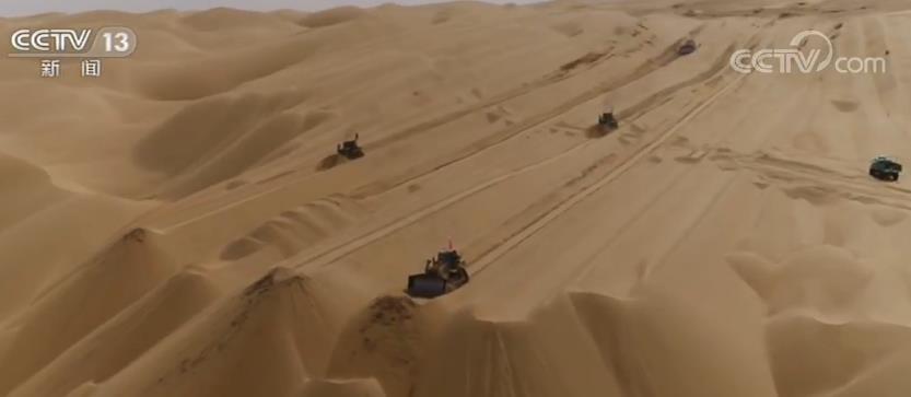 第三条穿越塔克拉玛干沙漠公路全面复工
