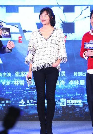 原创徐静蕾也不是不老,但她的确比同龄人年轻,穿着普通也不装嫩!