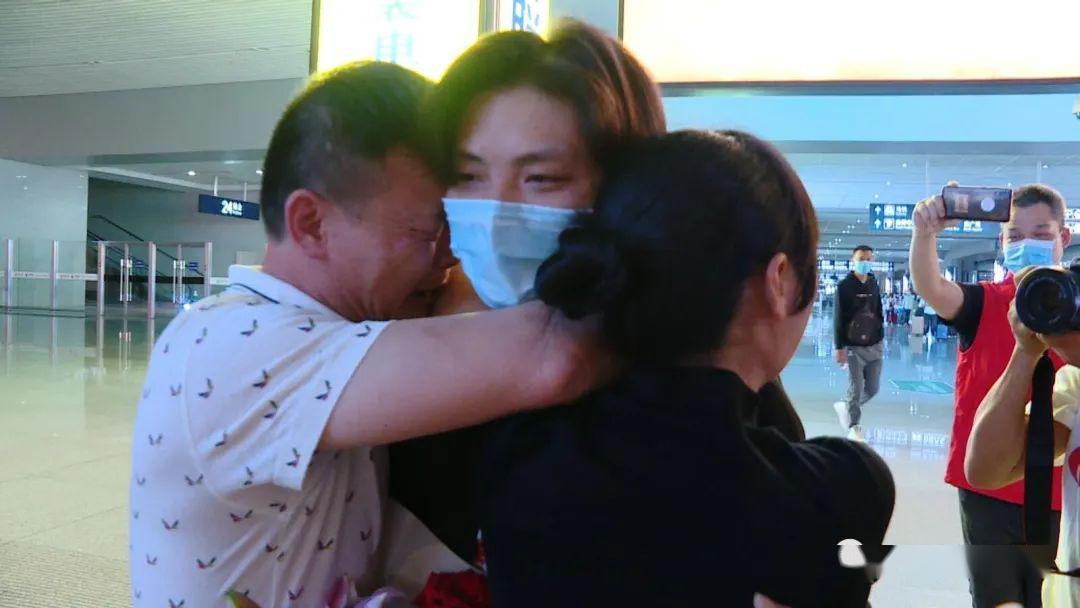 28年后,他终于回家了!他曾被人贩子带到小黑屋,父母天天以泪洗面
