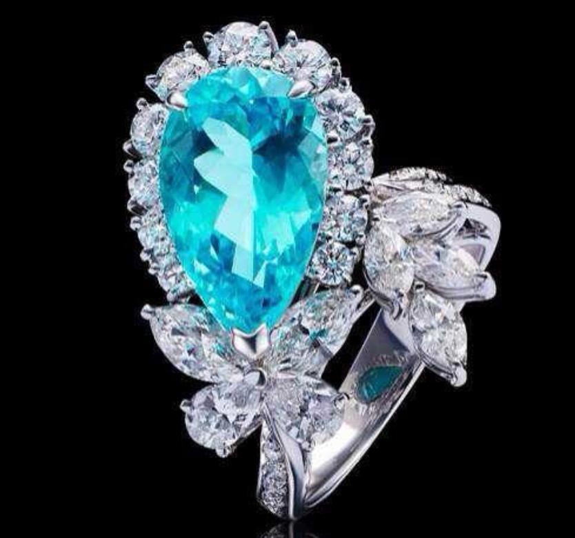 """这个带有""""霓虹蓝""""的宝石,叫帕拉伊巴碧玺!"""