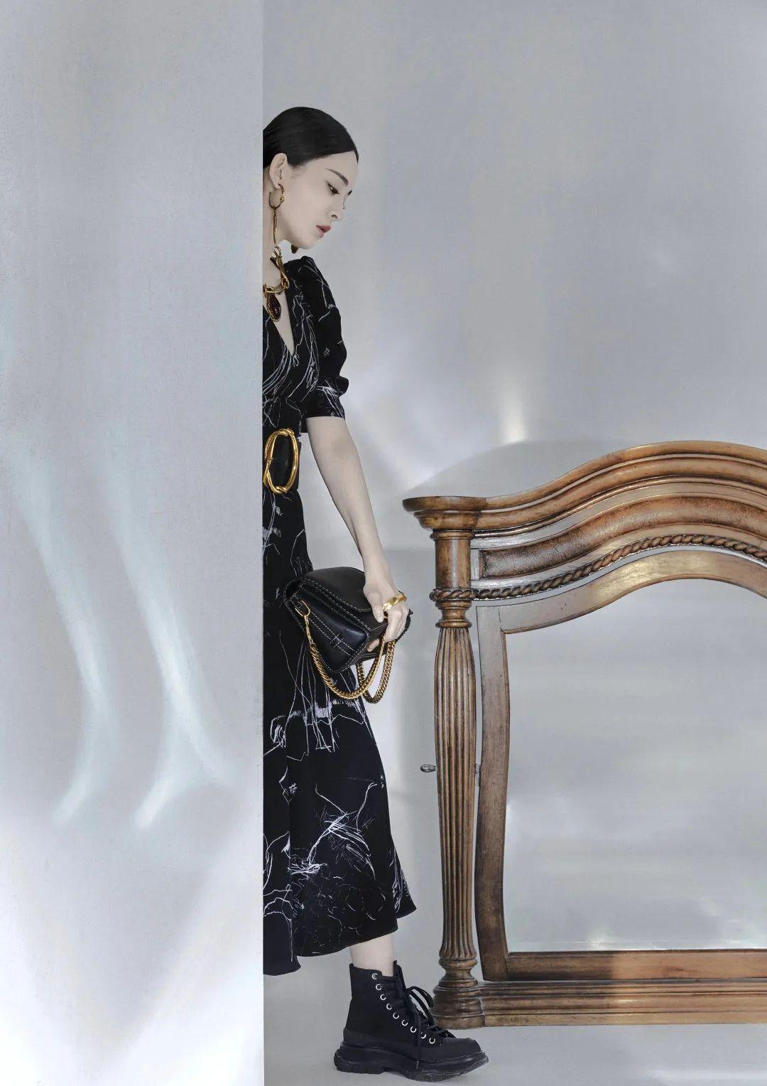 原创古力娜扎太飒了!全新大片演绎冷酷职场美人,西装革履太少见