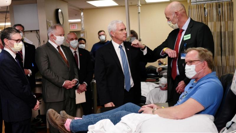 美副总统彭斯探视新冠患者不戴口罩:我没感染不需要戴