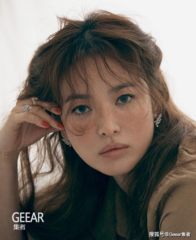 原创宋慧乔以红唇妆容登上杂志封面,演绎颓废之美造型!