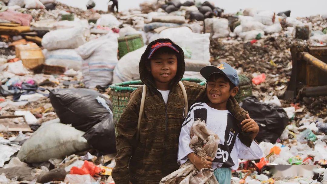 为挣2块钱,万人住进世界最大垃圾场,和7000吨垃圾同吃住