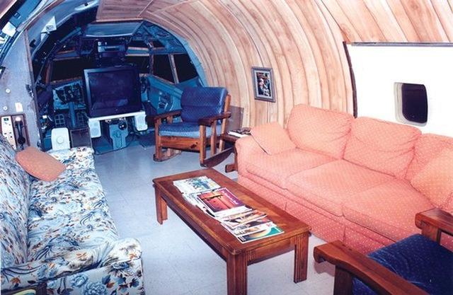 原创 美国老奶奶将废旧客机改成豪华三居室,样样俱全还能临湖泡澡