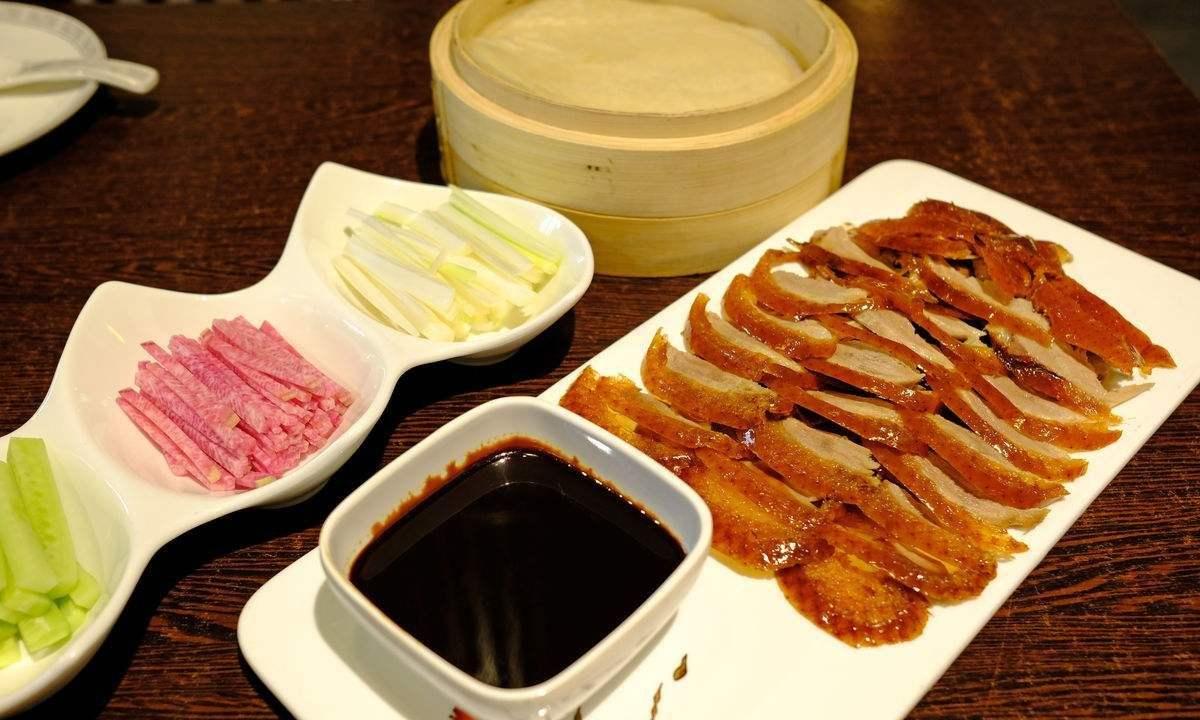 北京烤鸭为啥在南方吃不开?网友:南方有个巨头,北京烤鸭比不上