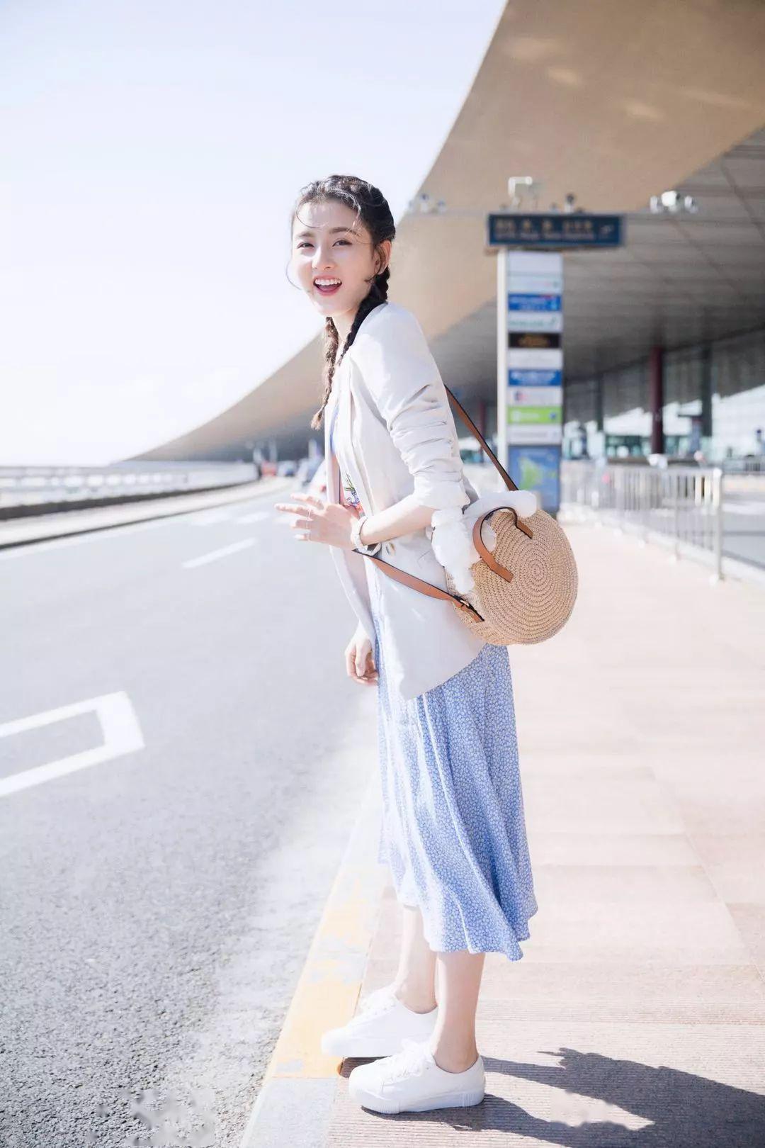 """""""小白鞋+西装""""""""小白鞋+裙子""""…10套入夏搭配,时髦又百搭!"""