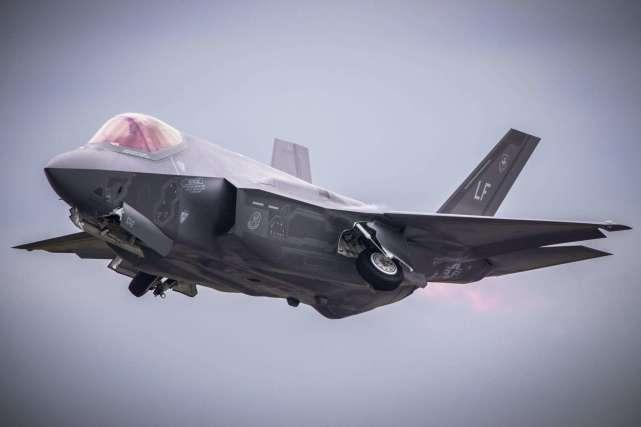 "F35最差美军装备名至实归 不能超音速飞行""机尾会解体"" VVV"
