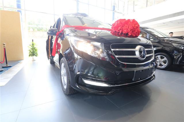 全新国六奔驰威庭现在是车,所以内饰威庭卖60万。你觉得值得吗?