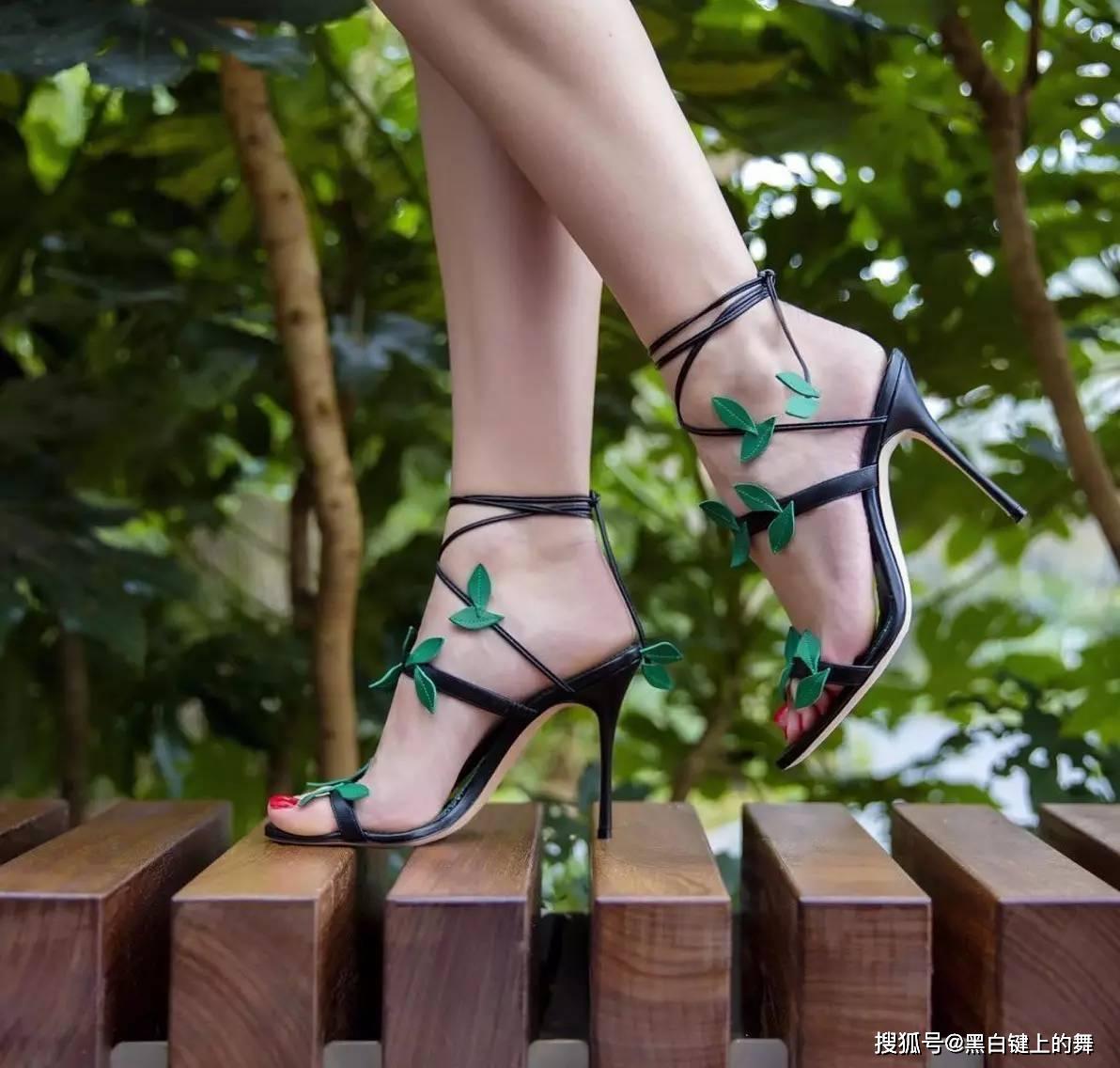 迪丽热巴穿高跟鞋