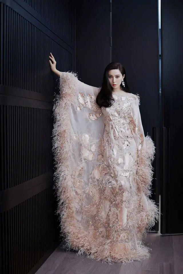 原创范冰冰身材本来就好,修身衣服只能算锦上添花,处处散发女神气息