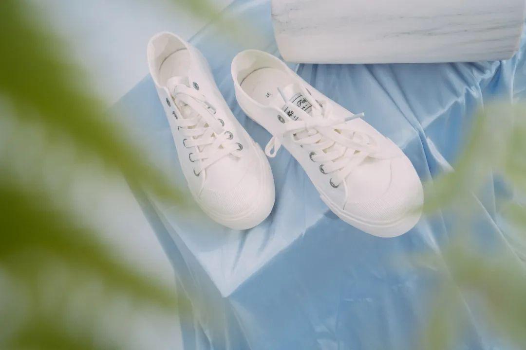 小白鞋过时了?我第一个不服!