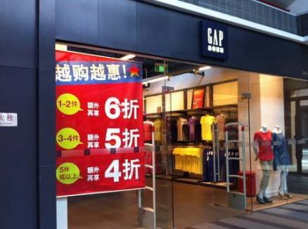 美国人班尼路已关闭全球90%门店!曾因卷入美国总统桃色丑闻出名