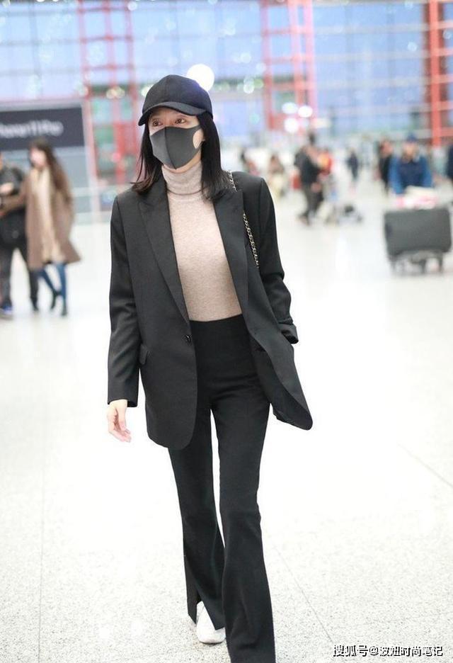 """原创秦岚才是防疫模范生!防护镜口罩手套齐上线,连""""雨衣""""都穿上了"""