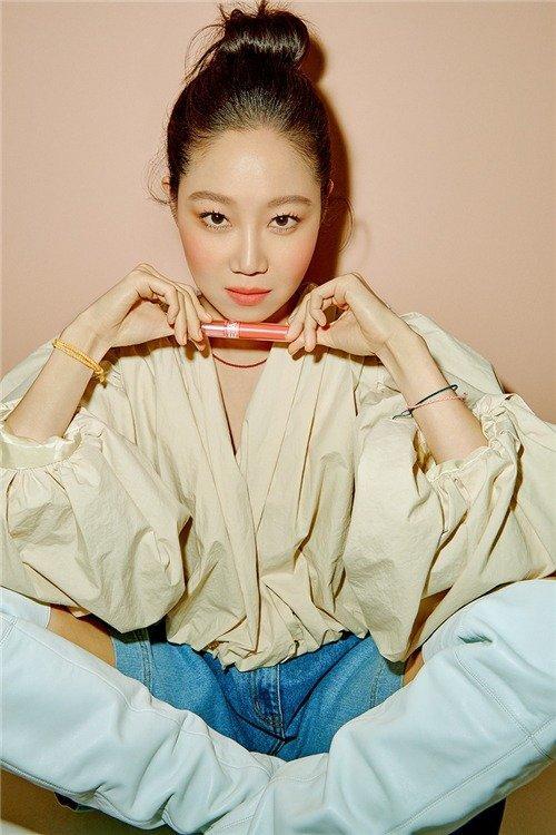 孔孝真、Krystal示范夏季妆容重点!浪漫粉橙色,打造春夏桃花妆
