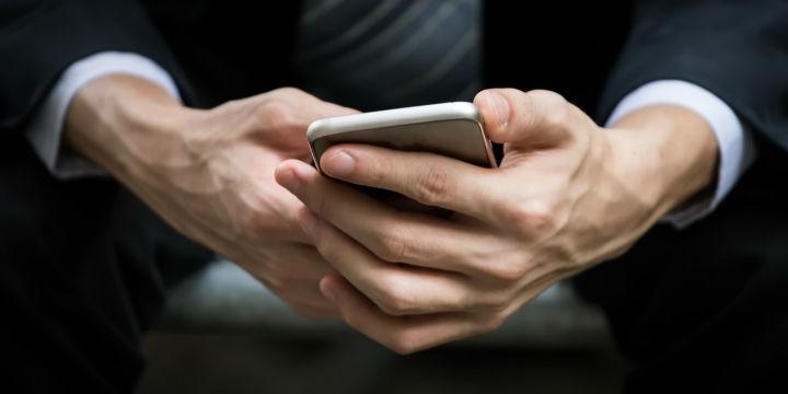 """手机银行一季度艰难""""战疫"""" 开展直播还需多向红人取经"""