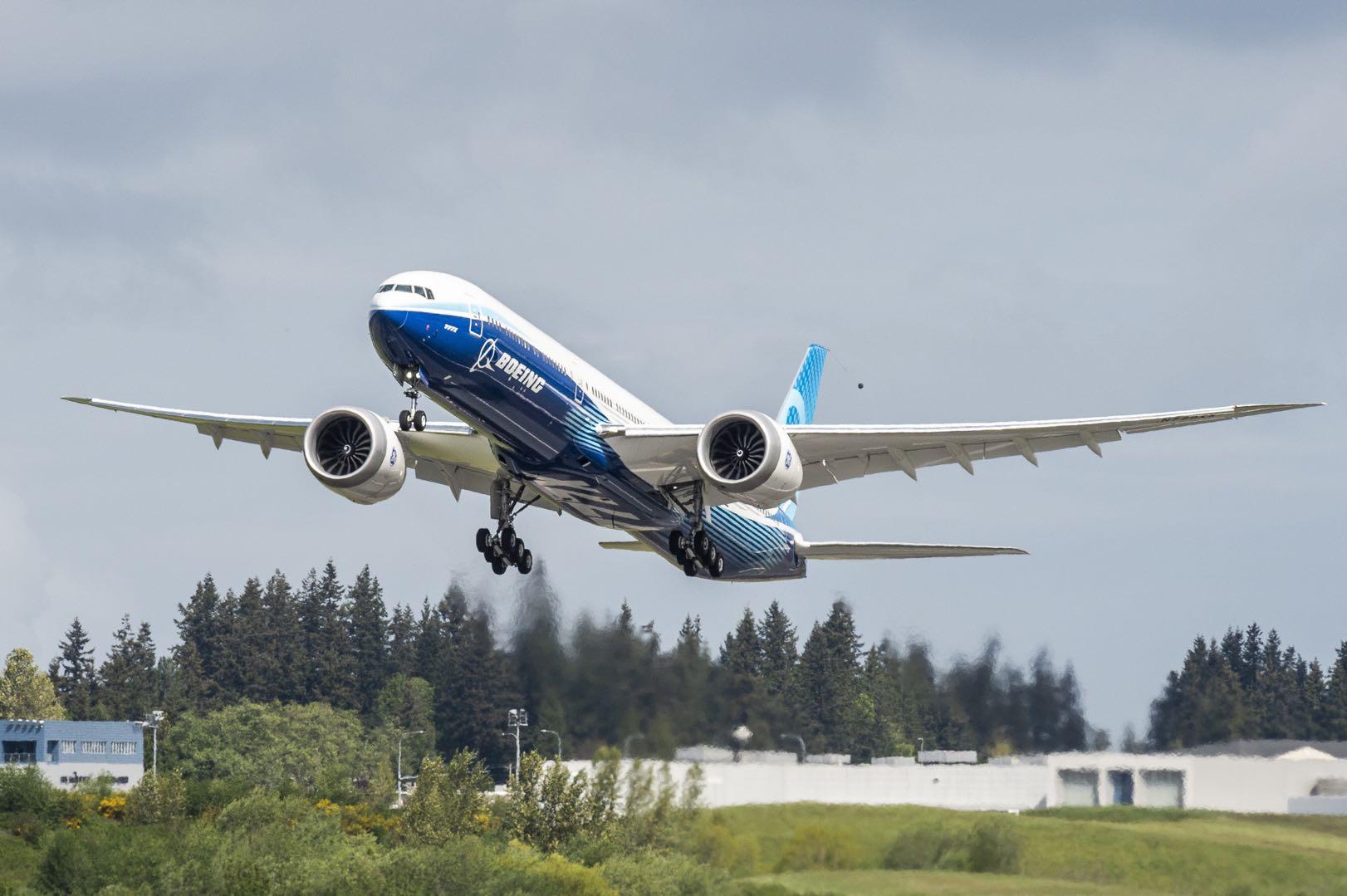 第二架波音777X新型远程宽体飞机完成首飞