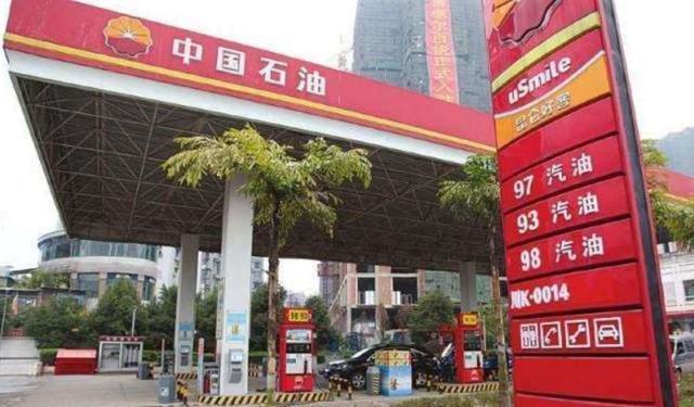 仅一个月,美国5家油企倒下,新加坡油王资不抵债,中石油称已到生存紧要关头