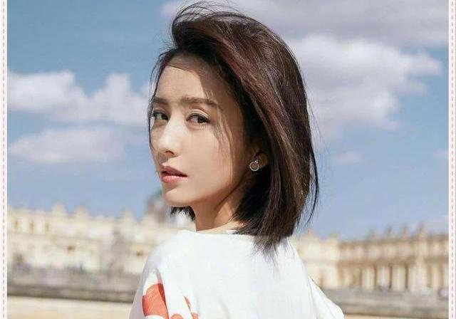 """佟丽娅终于换发型了,将长发剪掉变""""初恋短发"""",简直美炸了!"""