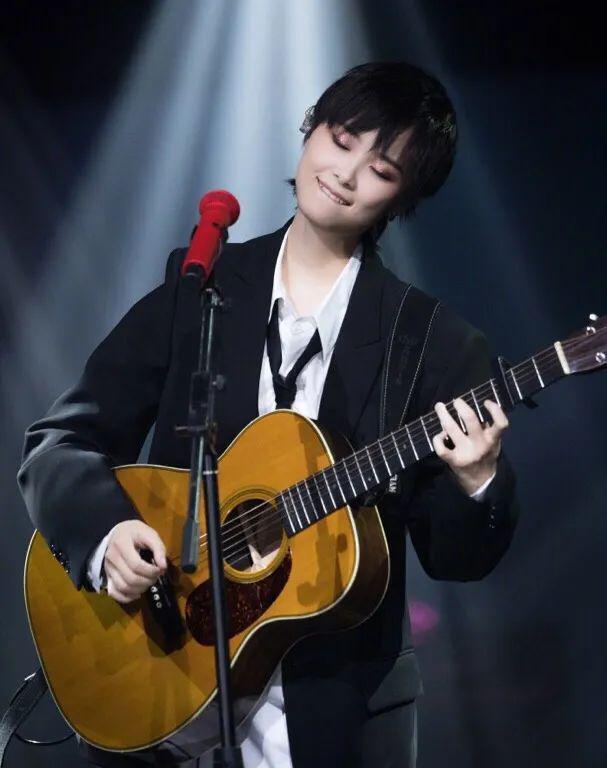 最美好的爱情就是 一而再再而三地喜欢你 李宇春 尤克里里 吉他弹唱谱
