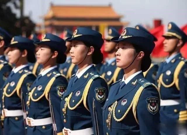 国庆阅兵中女兵们口红成热点,是国庆限定!