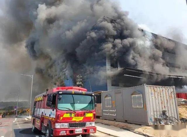 两名救援人员在北京市大兴区的一座商业建筑火警中丧生