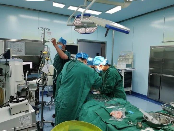【医院新闻】抢救生命与时间赛跑——肾病科、麻醉科通力合作为终末期患者打通生命通道