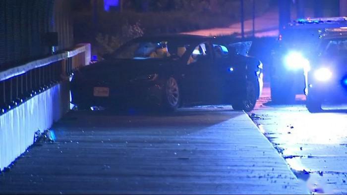 [图]车行三辆特斯拉汽车被窃 美国警方上演追车戏码