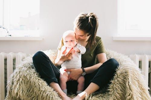 宝宝便秘巧辨原因,平时不妨给孩子吃吃这些食品,饮食上调节一下