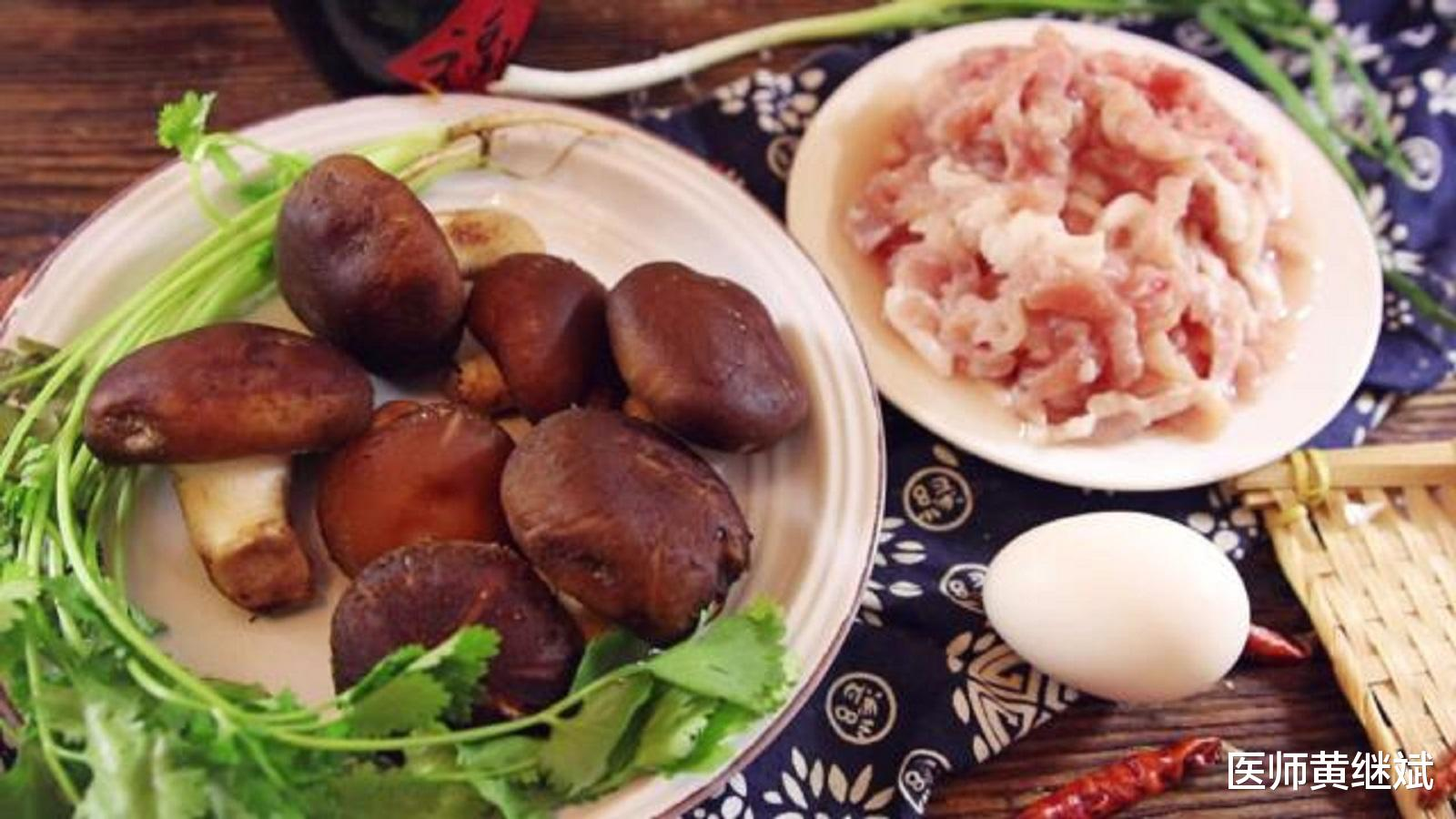 原创同为菌类食物,但香菇和平菇的区别较大,两者哪个营养价值更高?