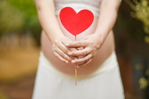 原创孕晚期用什么睡姿有利胎儿发育?遵循这2个原则,胎儿表示更舒适