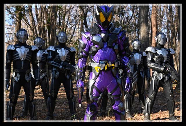 假面骑士01 35集 灭与千骑展开百人团战,千骑拿出最后的杀手锏