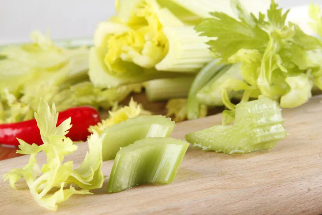 减肥吃芹菜图片
