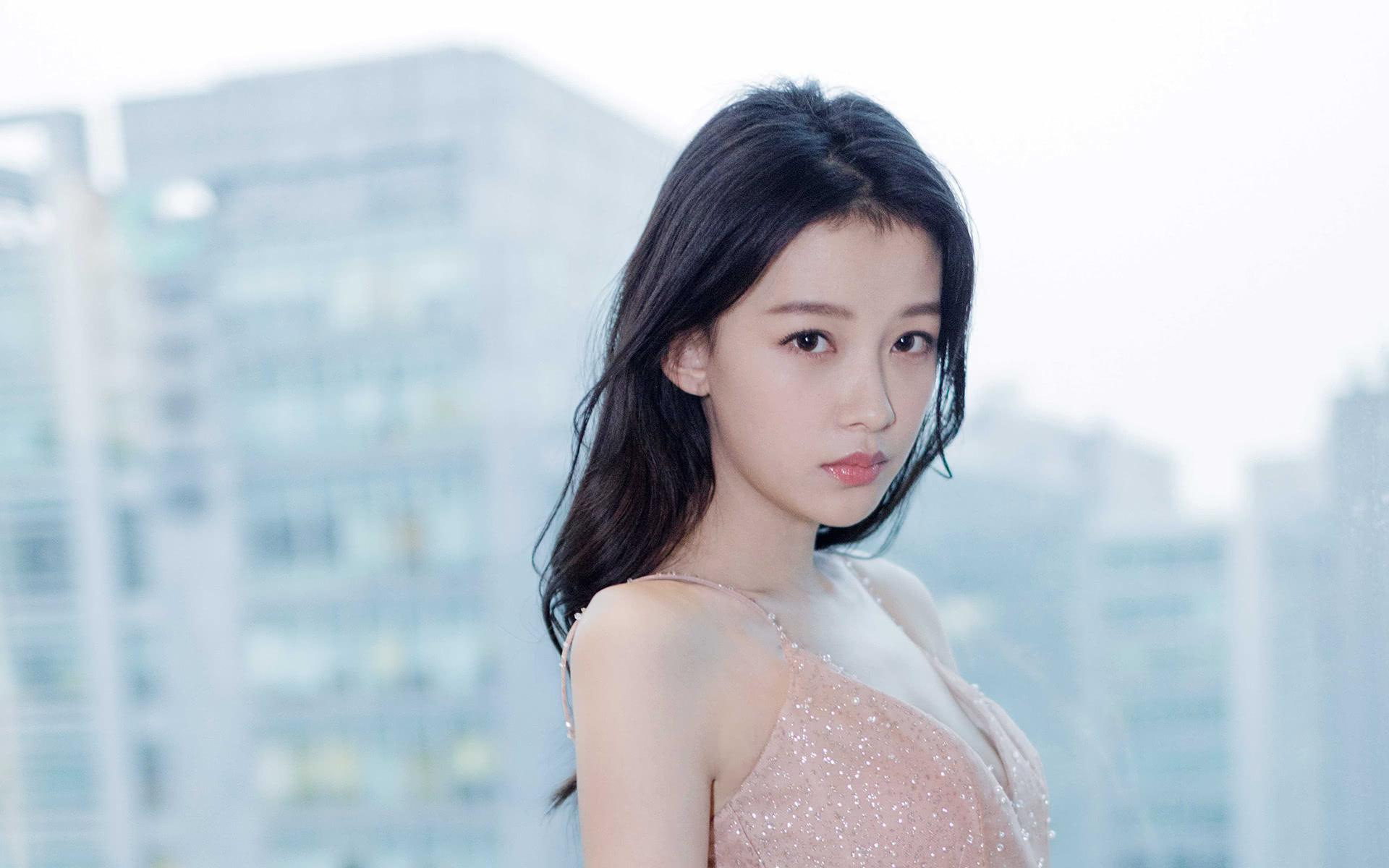 女明星生孩子赶时间吗?杨颖28,孙怡24,昆凌22,她16岁认真的?