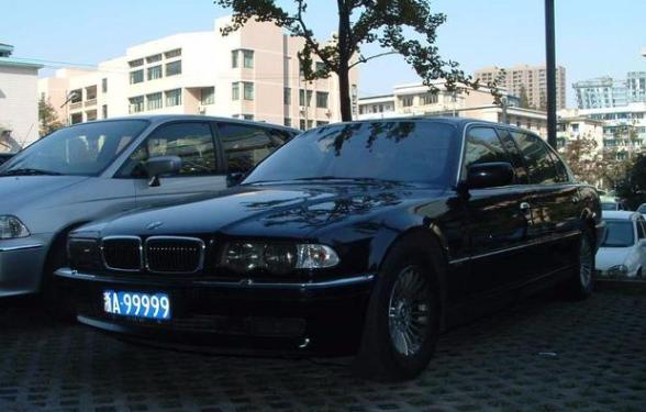 """杭州的""""九五至尊""""车牌,20年前就挂宝马L7,如今换成了幻影"""