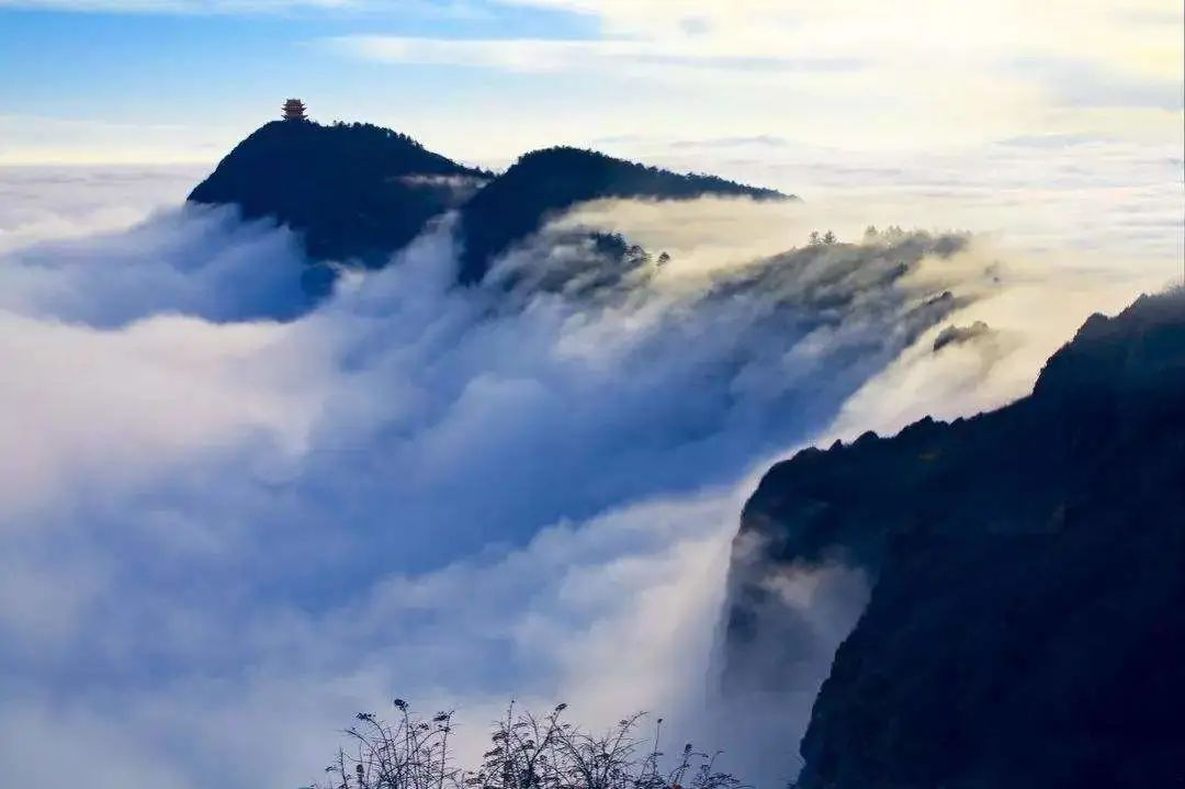 中国最惊险的寺庙道观,惊心动魄!你去过几个?