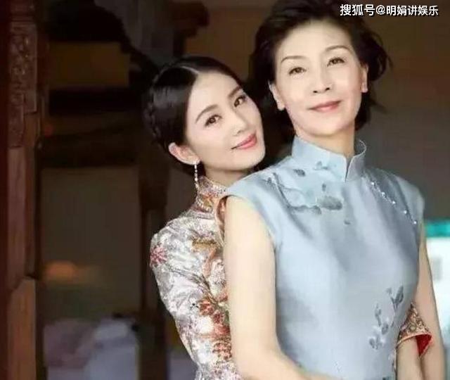 明星妈妈的逆天颜值,刘诗诗妈妈温婉大气